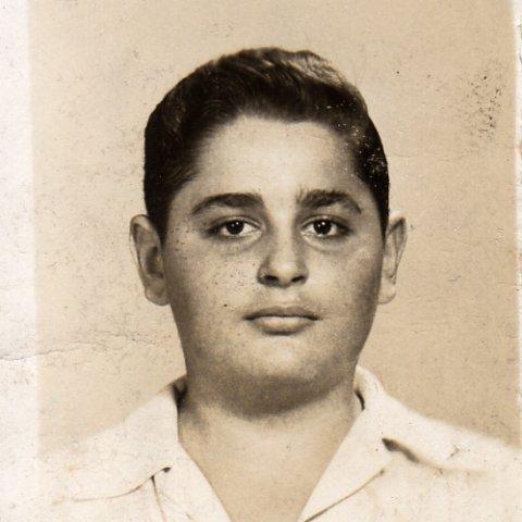 phoca_thumb_l_mordechai-1952